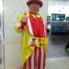 平塚駅の黄色いピエロこと、大門三郎さん。幸せおじさんとも。